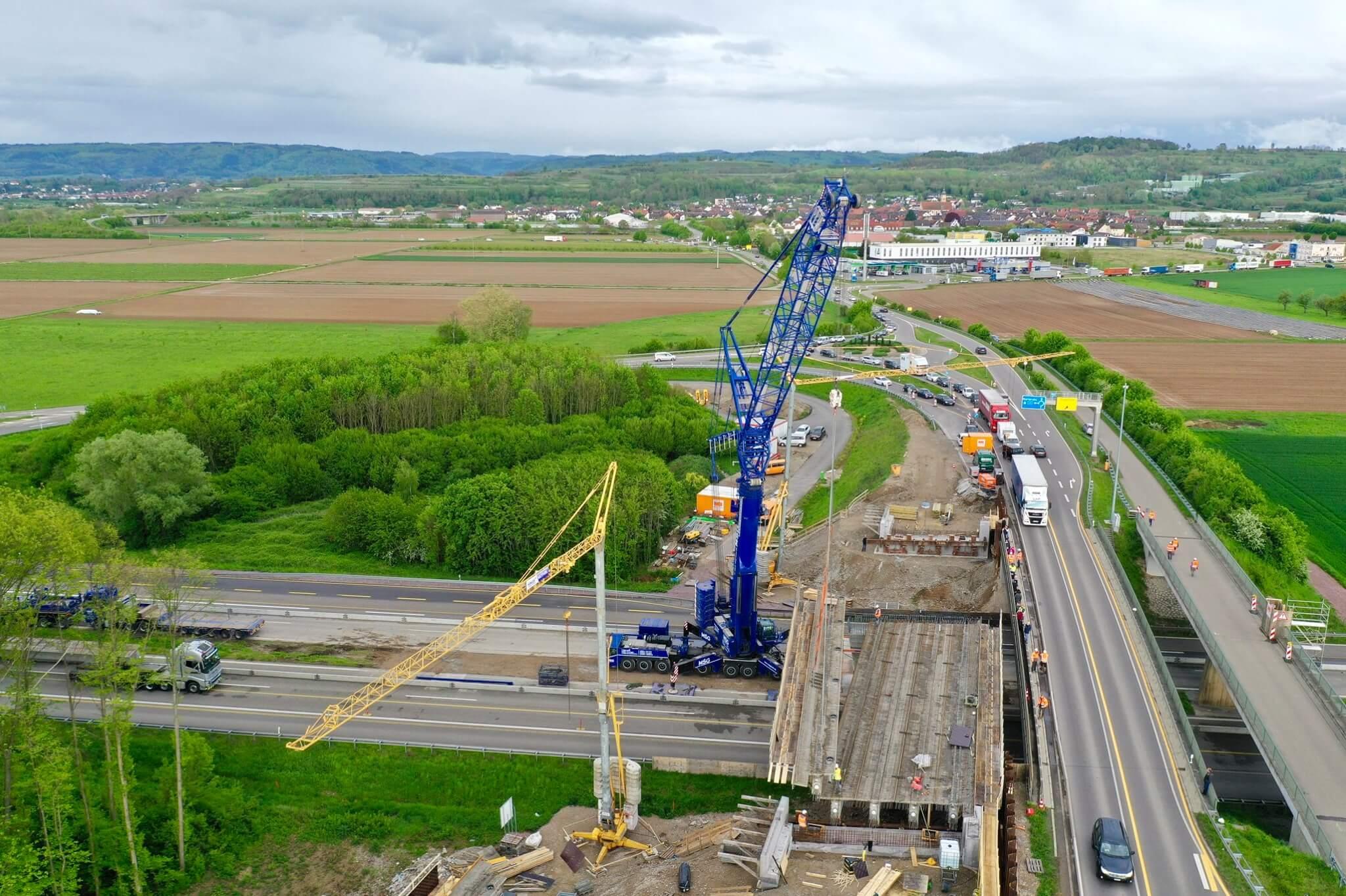 Montage-einer-Baustellenbrücke